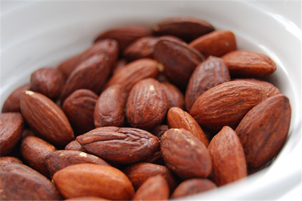 A Bag of Almonds in Your Bag is a Great Go-To Snack